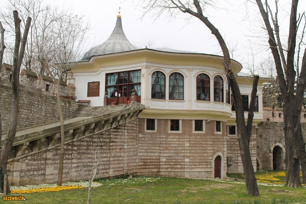 205013,3-ahmet-hamdi-tanpinar-edebiyat-muze-kutuphanesi-1jpg.png.jpg