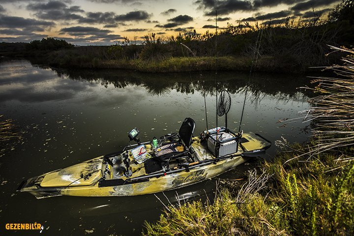ProAngler14-studio-outdoor-camo-rigged-swamp-8215-sm.jpg