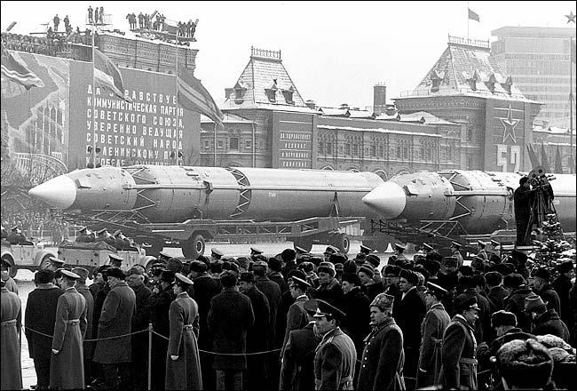SovietMilitaryParade_01.jpg